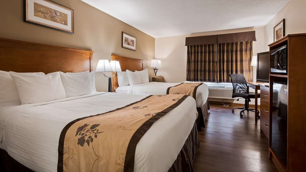 Best Western Alexandria Inn - Stretch out and relax in our Two Queen Guest Room.