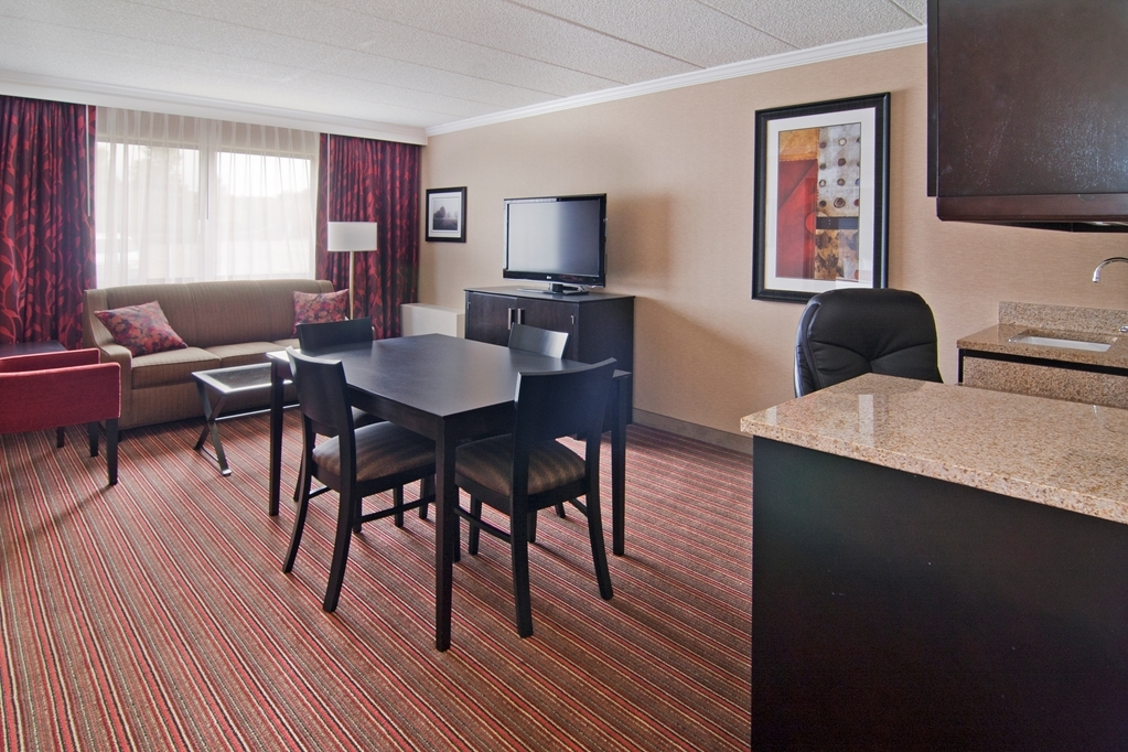 Best Western Premier Nicollet Inn - This suite king guest room is perfect for a layover, extended stay or weekend getaway.
