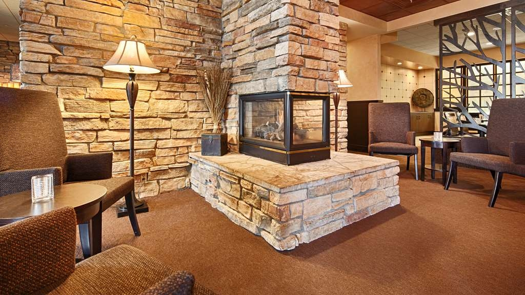 Best Western Premier Nicollet Inn - Cozy up in the winter by our fireplace at Morgan's Farm to Table.