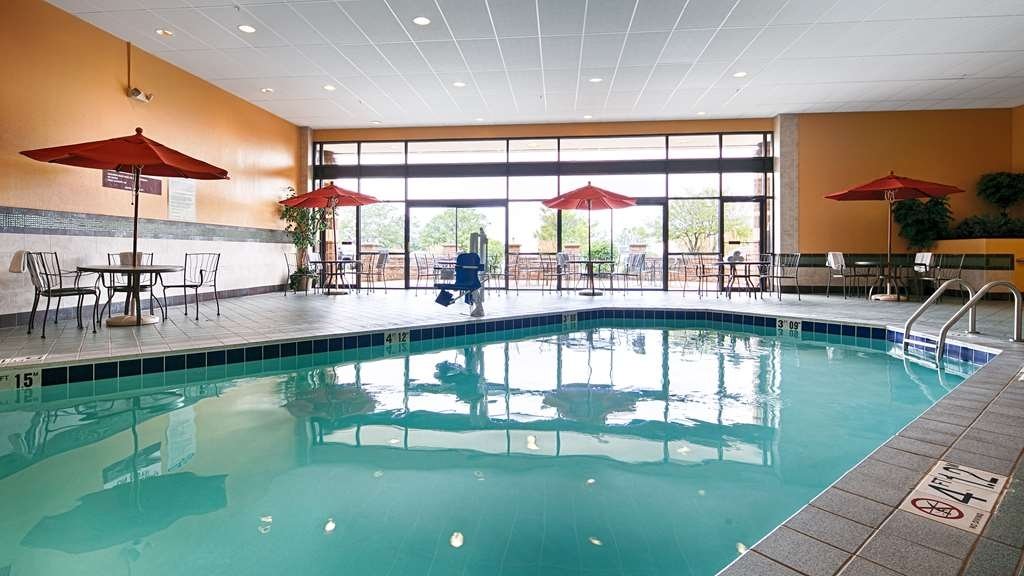 Best Western Premier Nicollet Inn - Don't let the weather stop you from jumping in! Our indoor pool is heated year-round for you and your friends.