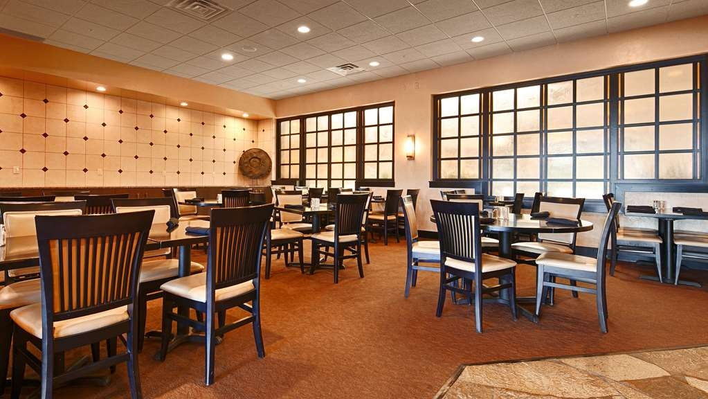 Best Western Premier Nicollet Inn - Enjoy our variety of our made to order breakfast items to fulfill your appetite.