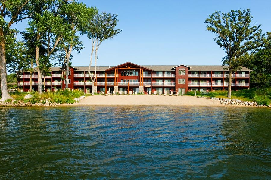Best Western Premier The Lodge on Lake Detroit - Außenansicht