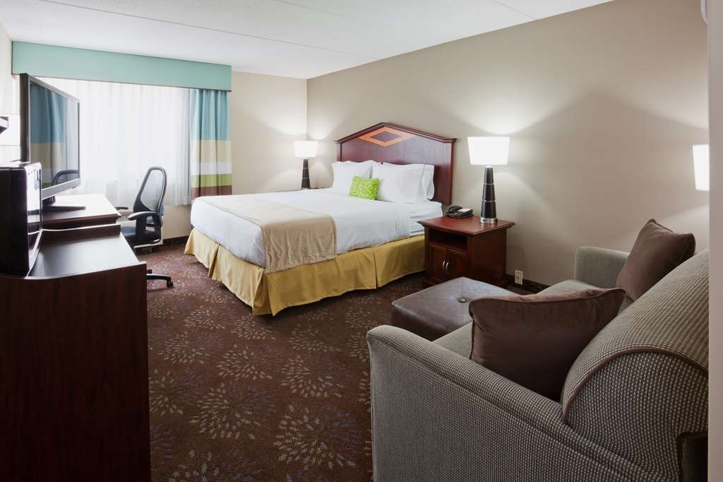 Best Western Plus Willmar - Use the sofa bed in our king room for extra sleeping space without the cost of an additional room.