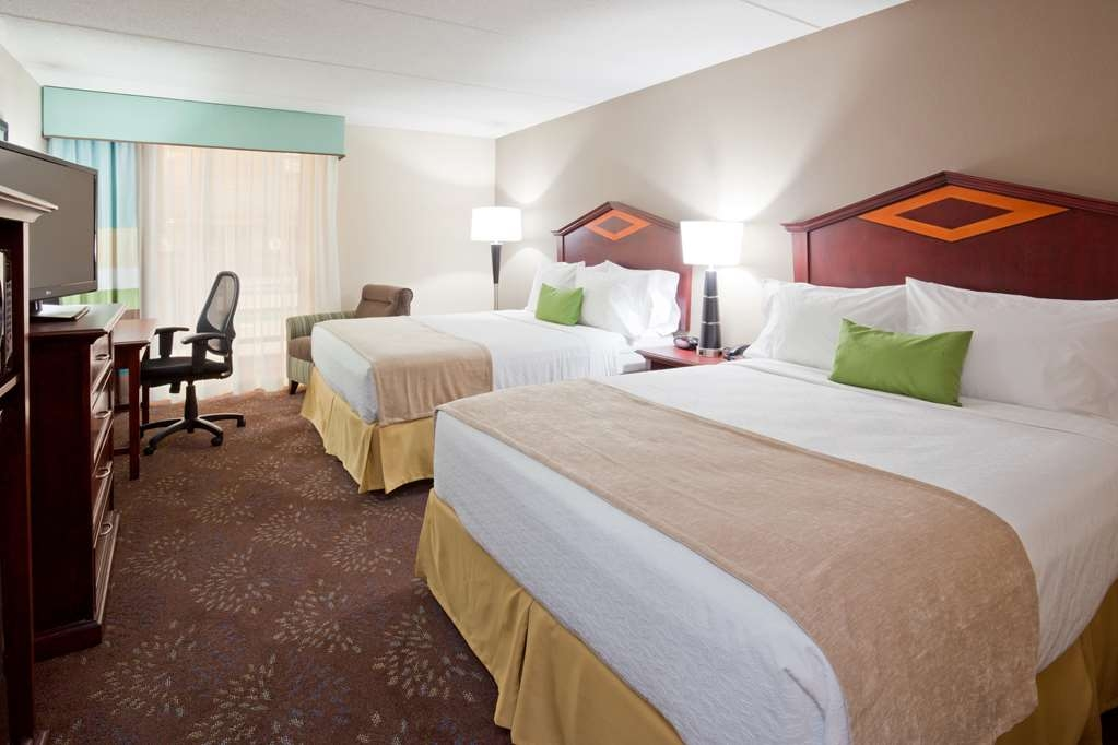 Best Western Plus Willmar - There is plenty of room for multiple guests in our standard two queen room.