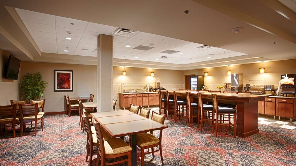 Best Western Plus Willmar - Choose from a wide selection of seating to enjoy your morning meal.