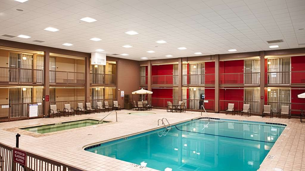 Best Western Plus Willmar - Do not let the weather stop you from jumping in! Our indoor pool is heated year-round for you and your friends.