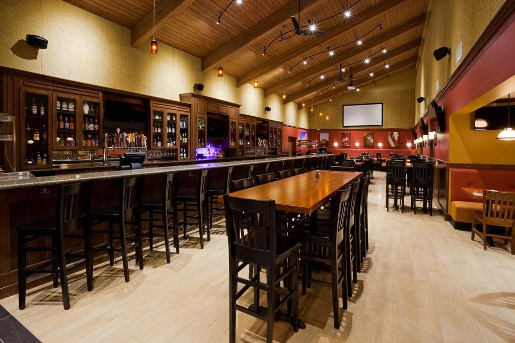 Best Western Plus Willmar - Green Mill Willmar Full Bar