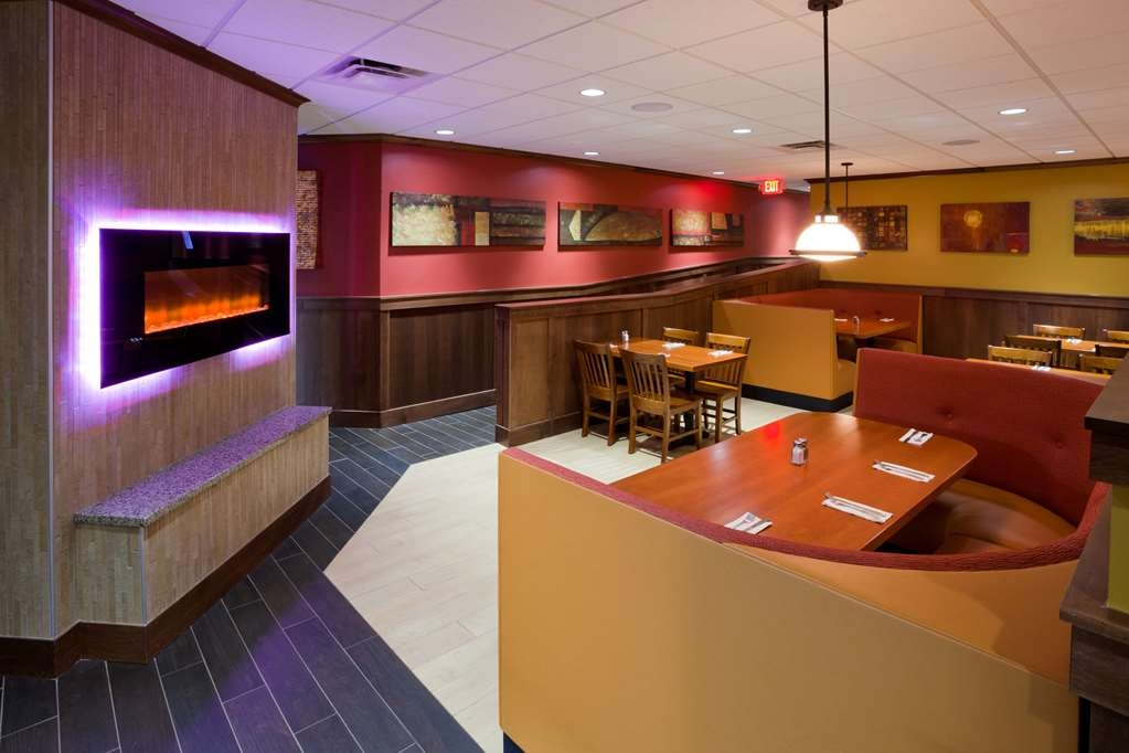 Best Western Plus Willmar - restaurant feature