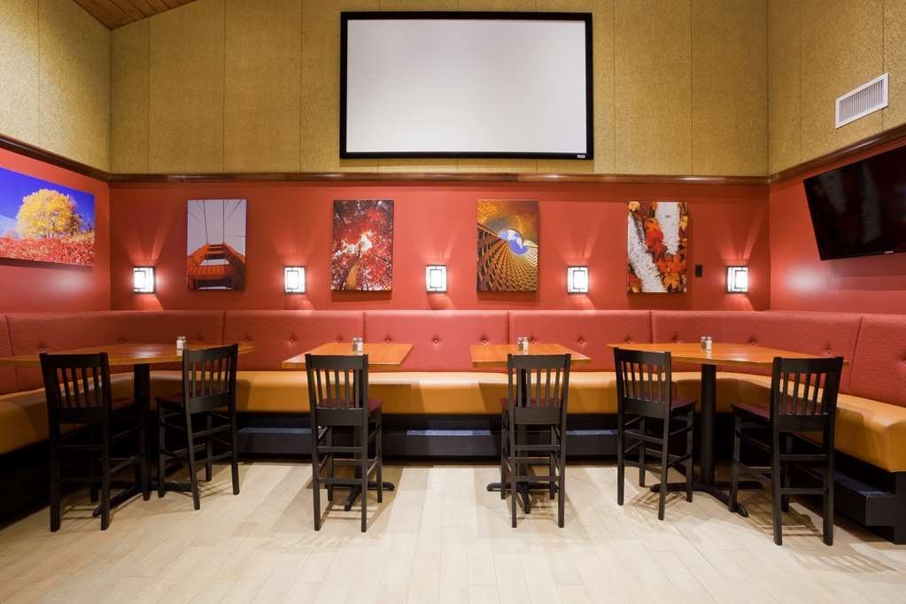 Best Western Plus Willmar - Bar/Lounge