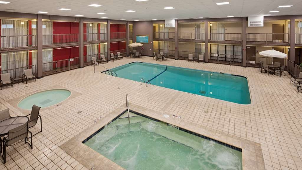 Best Western Plus Willmar - Splash around in the pool or take a minute to unwind in our hot tub.