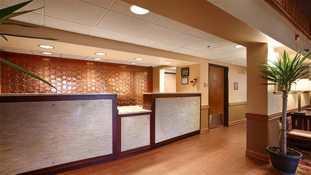 Best Western Plus Minneapolis-Northwest - Our front desk is happy to provide all the comforts of home for you during your stay.