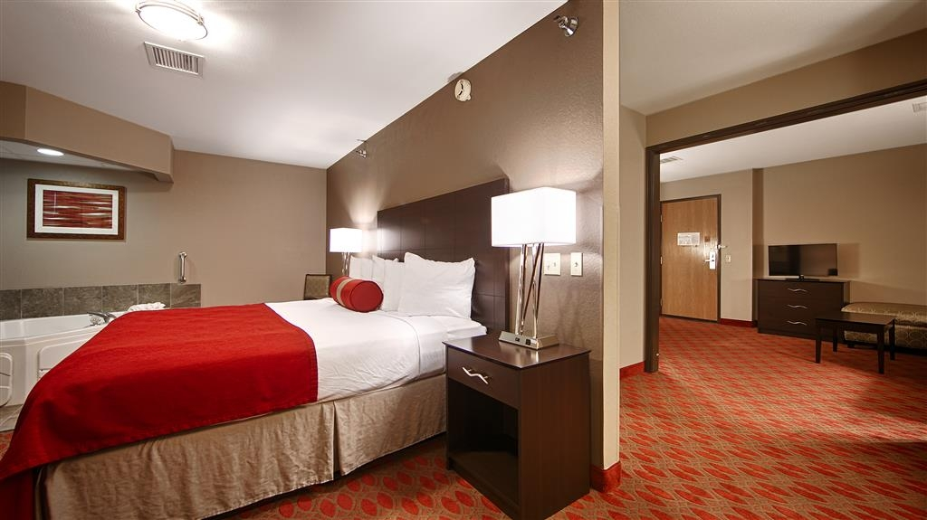 Best Western Plus Minneapolis-Northwest - Our king suite was designed with an open concept, ensuring you have enough room without sacrificing comfort.