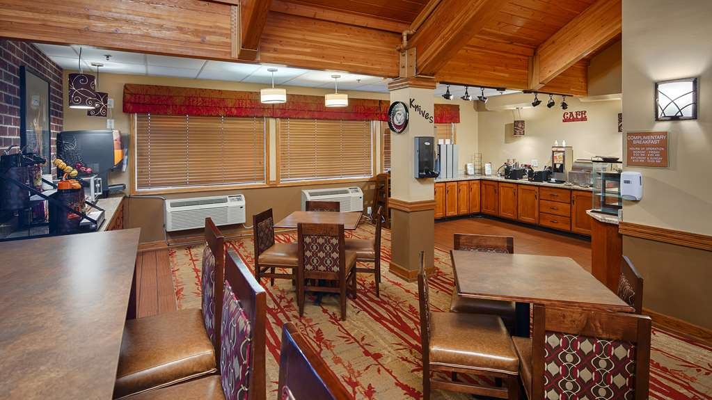 Best Western Plus Minneapolis-Northwest - Our breakfast room offers intimate dining for couples and smaller groups.