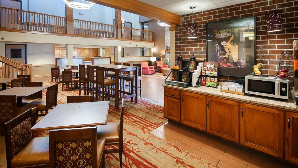 Best Western Plus Minneapolis-Northwest - Enjoy the most important meal of the day and dine in to enjoy our complimentary full breakfast.