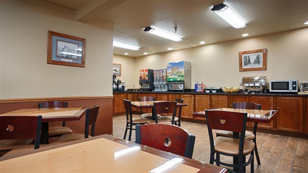 Best Western Plus Spirit Mountain Duluth - Commencez la journée du bon pied avec un petit déjeuner complet gratuit.