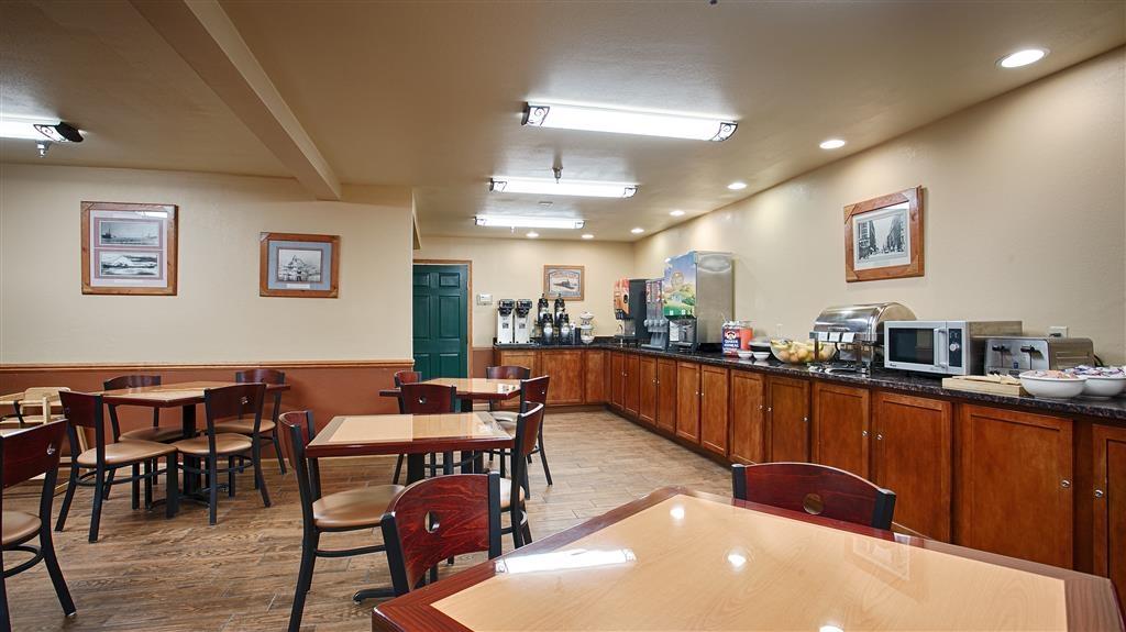 Best Western Plus Spirit Mountain Duluth - Profitez de notre petit déjeuner, où plusieurs plats sont servis pour satisfaire votre appétit.