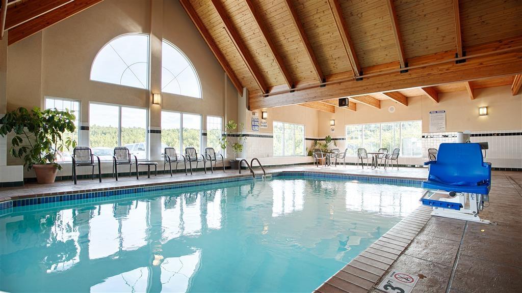 Best Western Plus Spirit Mountain Duluth - Ne vous laissez pas arrêter par la météo! Notre piscine intérieure est chauffée toute l'année pour vous et vos amis.