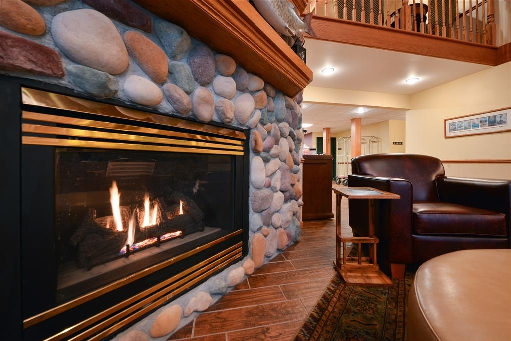 Best Western Plus Spirit Mountain Duluth - Come and relax by the fireplace.