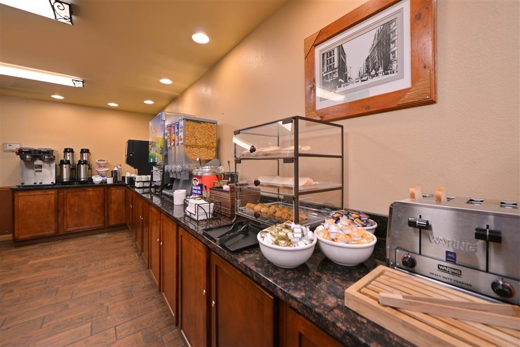 Best Western Plus Spirit Mountain Duluth - Même si vous êtes pressé, ne manquez pas le repas le plus important de la journée.