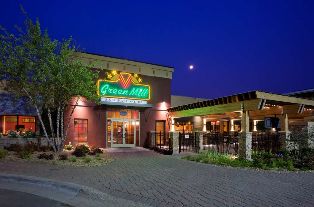 Best Western Plus St. Paul North/Shoreview - The Green Mill Restaurant and Bar is connected to the hotel. Serving lunch and dinner as well as Sunday breakfast brunch.
