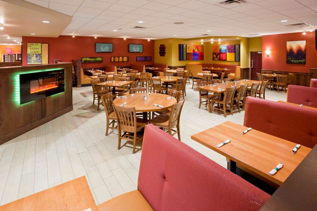 Best Western Plus St. Paul North/Shoreview - Welcome to the Green Mill Restaurant and Bar, serving a variety of menu options.