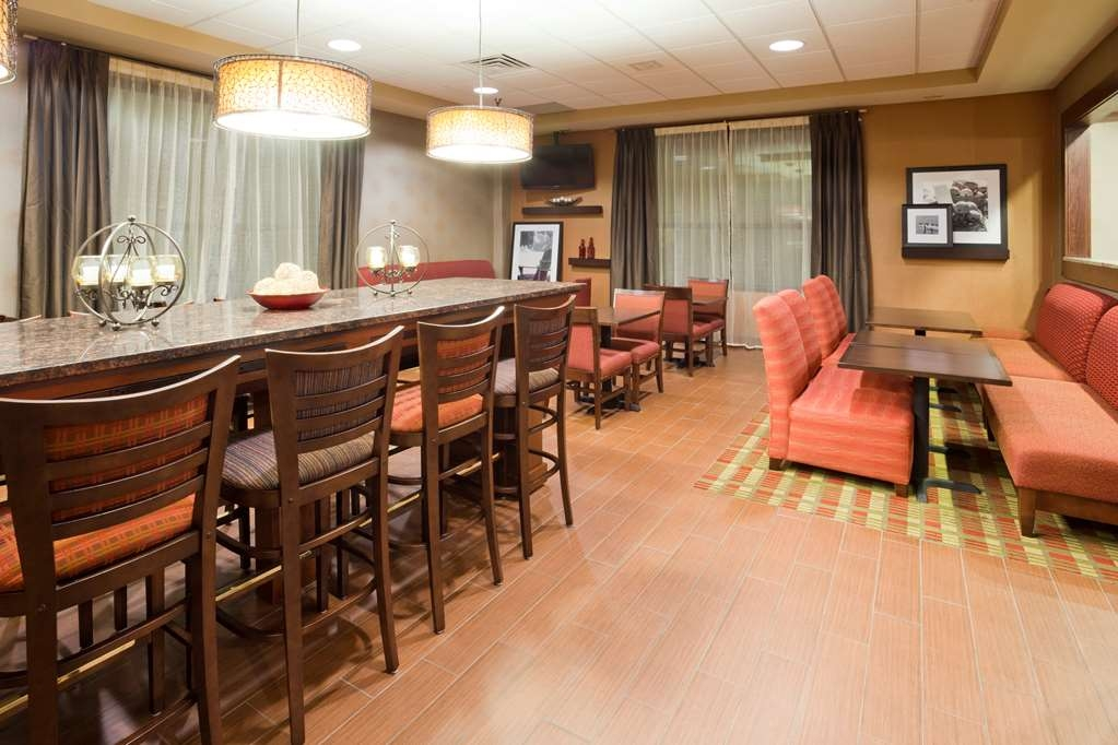 Best Western Plus St. Paul North/Shoreview - Free full hot breakfast dining area. We also have 24-hour coffee and tea available.