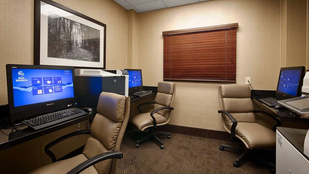 Best Western Plus St. Paul North/Shoreview - Keep connected with your loved ones in our business center