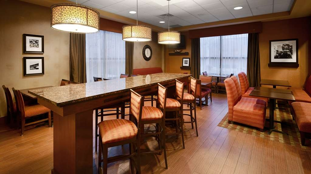 Best Western Plus St. Paul North/Shoreview - Even if you're in a rush, grab a cup of coffee and muffin on the go.