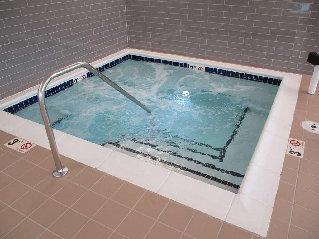 Best Western Plus Isanti - Vista de la piscina