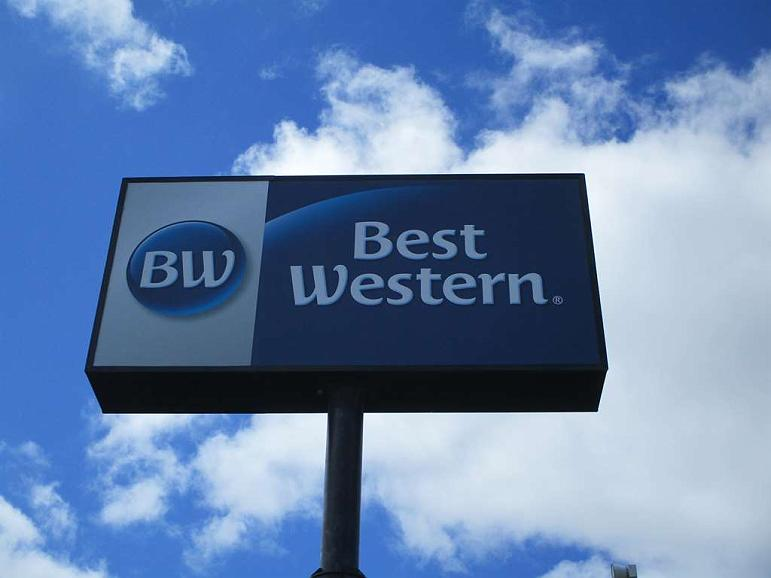 Best Western Rochester Hotel Mayo Clinic Area/St. Mary's - Sign at the Best Western Rochester Hotel Mayo Clinic Area/St. Mary's