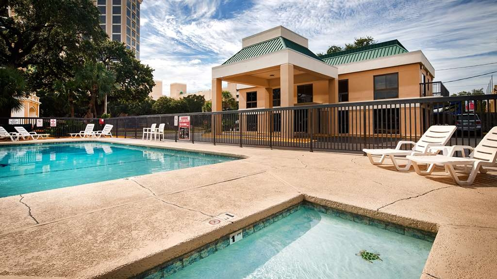 Best Western Oak Manor - Outdoor Pool