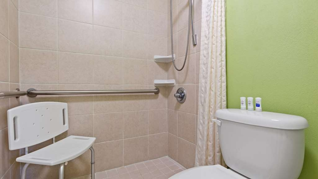 Best Western Seaway Inn - The Best Western Seaway Inn Gulfport Accessible Bathroom with roll in shower