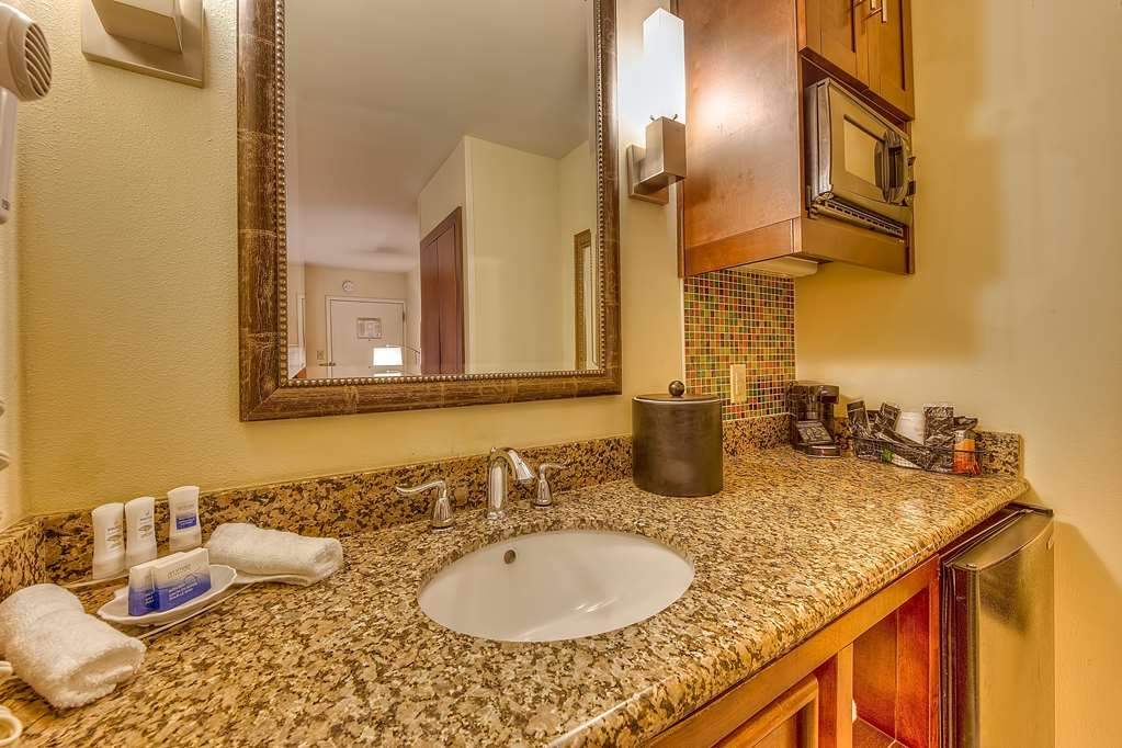 Best Western Seaway Inn - All of our guest restrooms at the Best Western Seaway Inn Gulfport have granite counter tops.