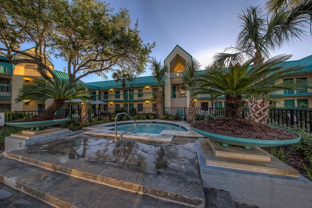Best Western Seaway Inn - Enjoy relaxing in the Hot Tub that is located next to the swimming pool at the Best Western Seaway Inn Gulfport