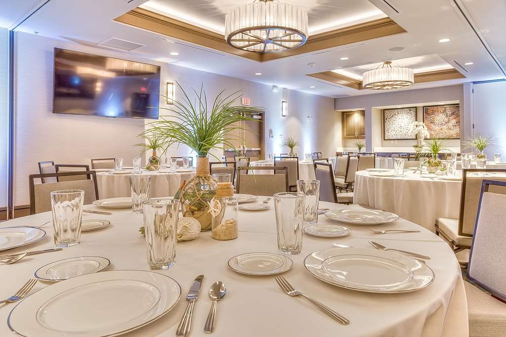 Best Western Seaway Inn - Whether you are planning a corporate meeting, reunion, reception or wedding, the Gulf Coast Event Center is sure to be the ideal place for your event.