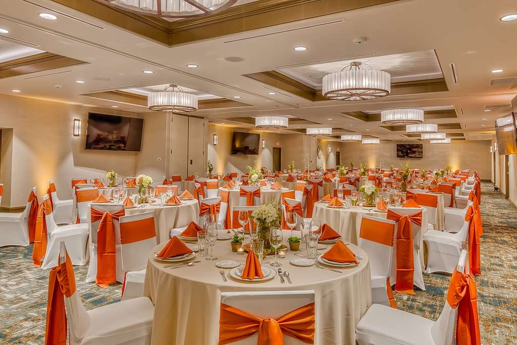 Best Western Seaway Inn - Featuring a fully custom layout, our Chandeleur Island Ballroom at the Gulf Coast Event Center is sure to leave a lasting impression with your guests.