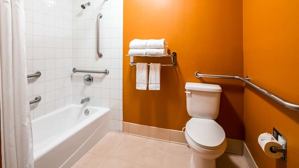 Best Western Flagship Inn - Accessible Bathroom