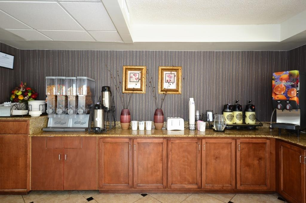 Best Western Plus Cypress Creek - Every day we offer a delicious full breakfast including omelets and waffles.