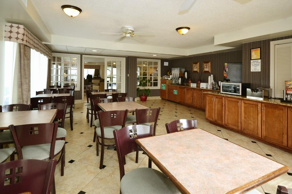Best Western Plus Cypress Creek - Rise and shine with a complimentary breakfast every morning.