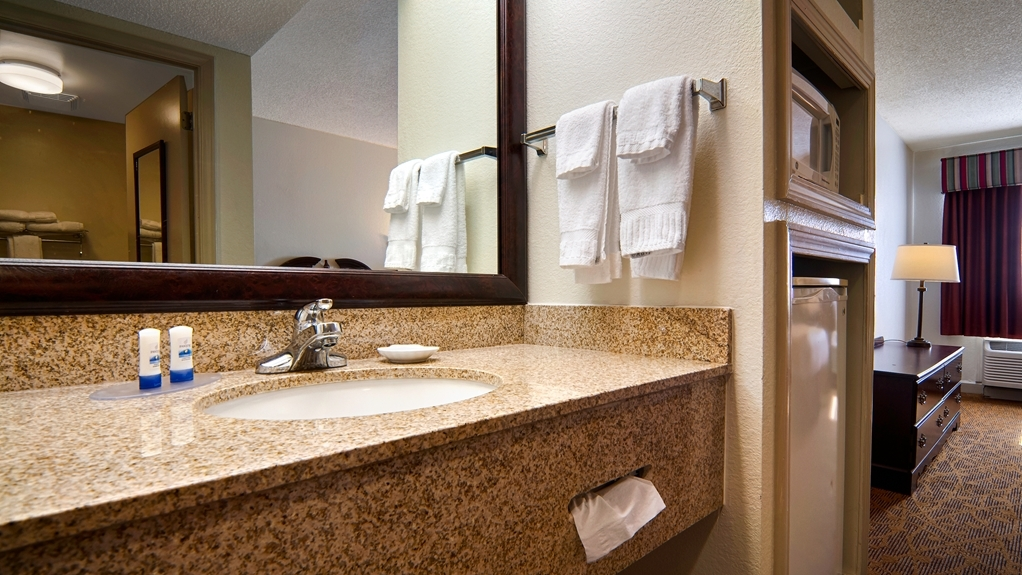 Best Western Plus Cypress Creek - Guest Bathroom