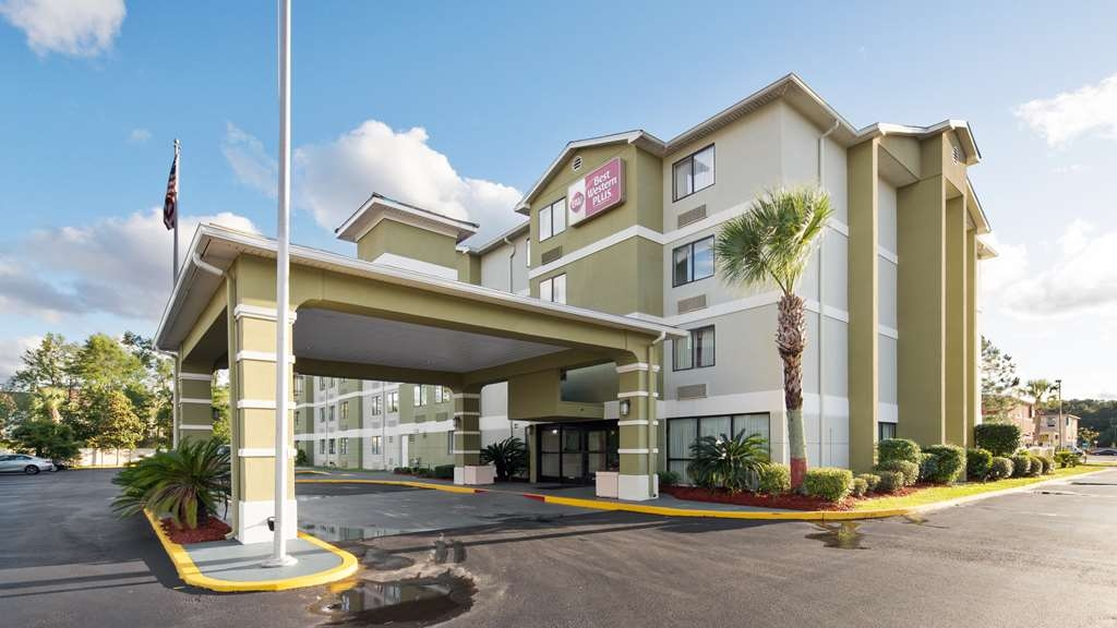 Best Western Plus Cypress Creek - Your comfort comes first at the Best Western Plus Cypress Creek.