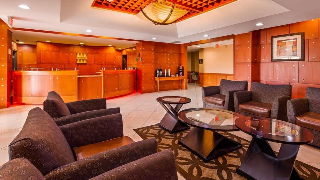 Best Western Plus Flowood Inn & Suites - Vista del vestíbulo