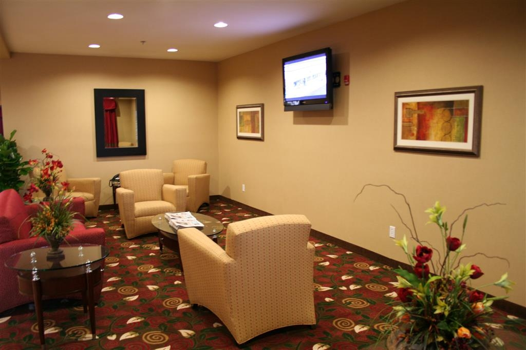 Best Western Plus Olive Branch Hotel & Suites - Come enjoy the modern lobby offering a place to socialize with other guest or members of your party.