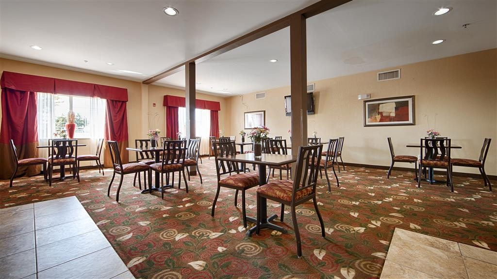 Best Western Plus Olive Branch Hotel & Suites - Breakfast Area