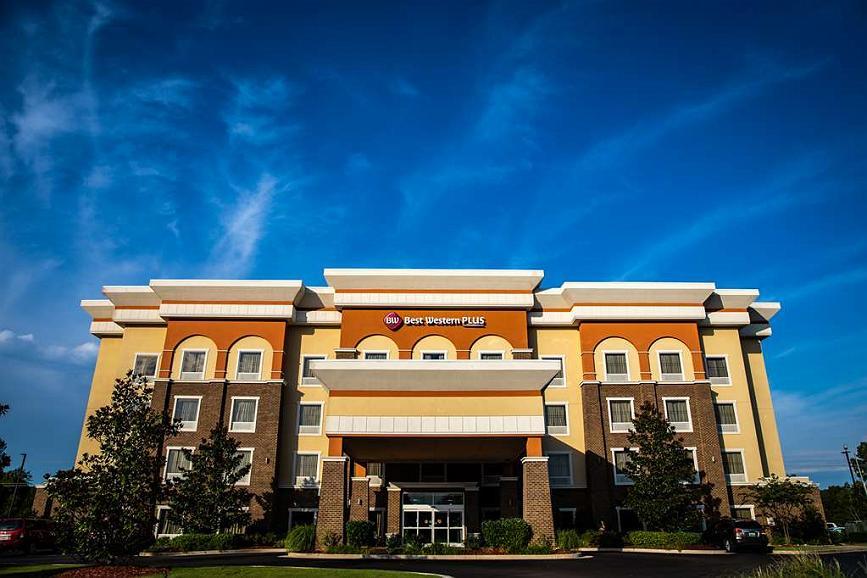 Best Western Plus Goodman Inn & Suites - Façade