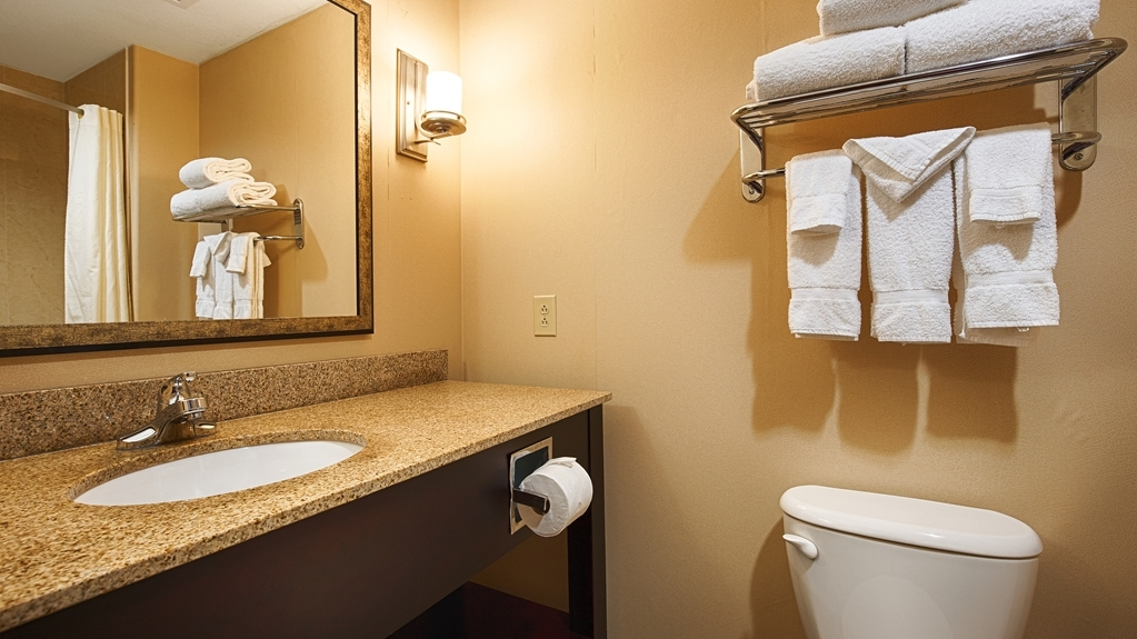 Best Western Plus Goodman Inn & Suites - Enjoy getting ready for the day in our fully equipped guest bathrooms.