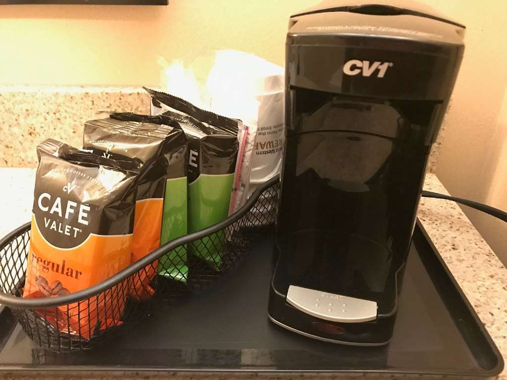 Best Western Plus Goodman Inn & Suites - Start your day off right with your in room coffee maker.