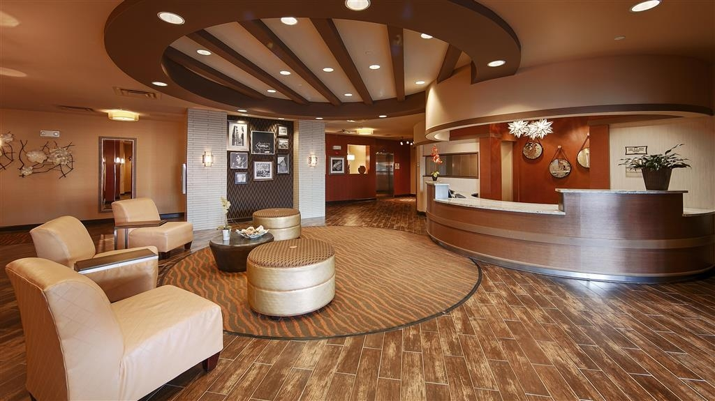 Best Western Plus Tupelo Inn & Suites - Vue du lobby