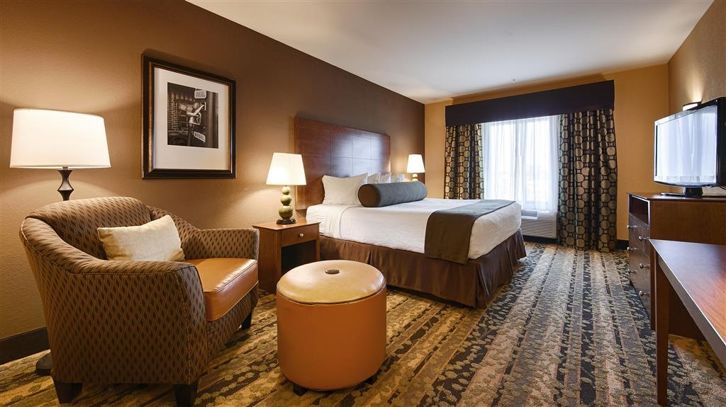 Best Western Plus Tupelo Inn & Suites - Experience a getaway in our king guest room, designed for your relaxation and comfort.