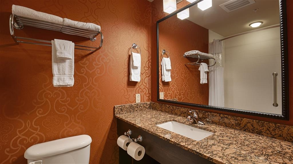 Best Western Plus Tupelo Inn & Suites - Baño